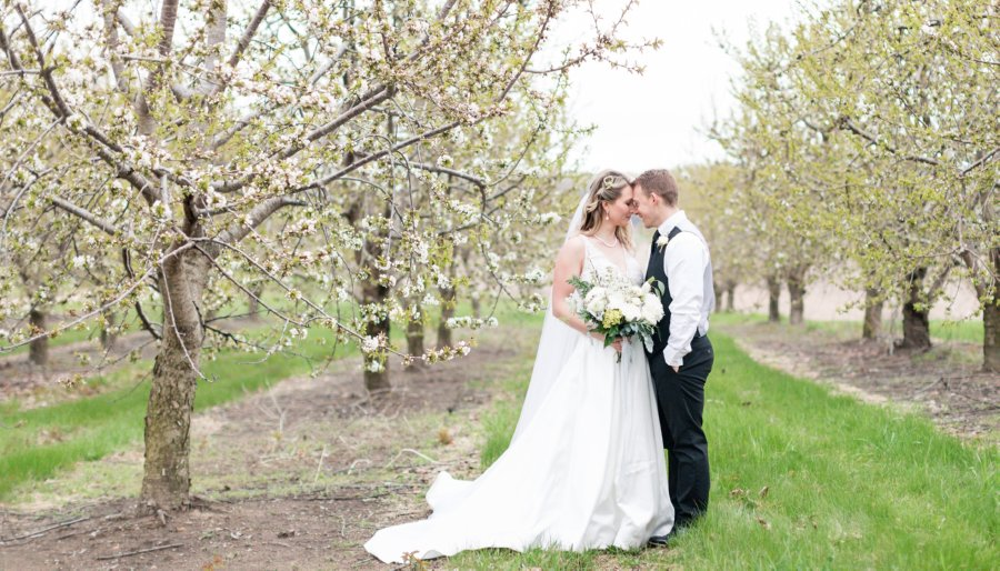 Orchard Wedding at The Lewis Adventure Farm And Zoo